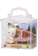 Sylvanian Families Bebé para Llevar Conejo Chocolate con Piano Epoch Para Imaginar 5202