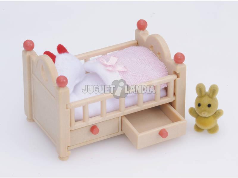 acheter lit de b b sylvanian families 4462 juguetilandia. Black Bedroom Furniture Sets. Home Design Ideas
