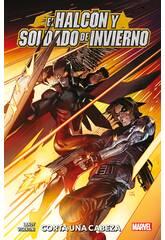 El Halcón y Soldado de Inviertno Corta una Cabeza 100x100 Marvel Panini