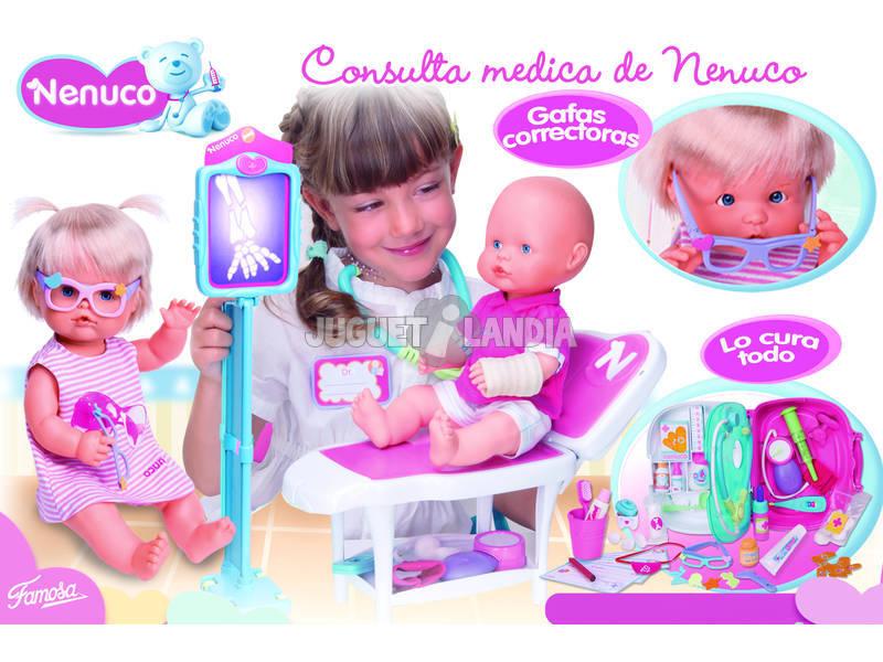 Nenuco consulta medica con dos muñecos