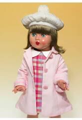 Kariertes Kleid und rosa Mantel